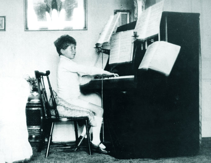 1921---Playing-piano-at-homeMARTHA