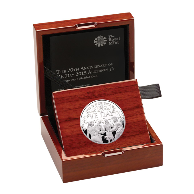 70th_Anniversary_VE_Day_2015_-__Plati_Proof_-__5_-_Coin_in_Case_Right