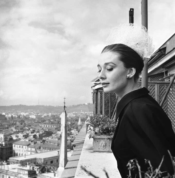 Audrey-Hepburn-by-Cecil-Beaton,-1960