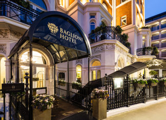 Baglioni Hotel London entrance. Five-star luxury by kensington Palace | London hotels | five-star London