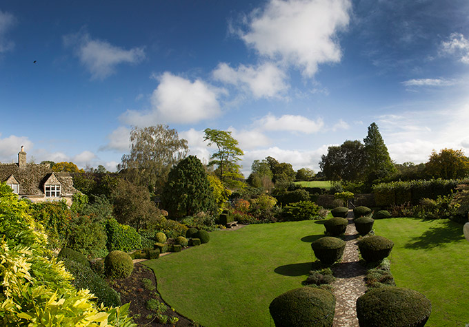 Barnsley house gardens in the Cotswolds