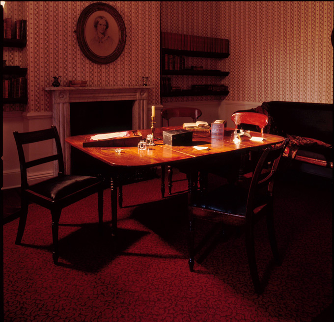 Bronte-dining-table