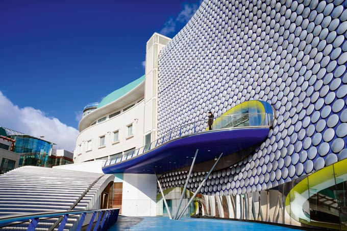 Birmingham's distinctive Bullring shopping centre © Robert Convery/Alamy