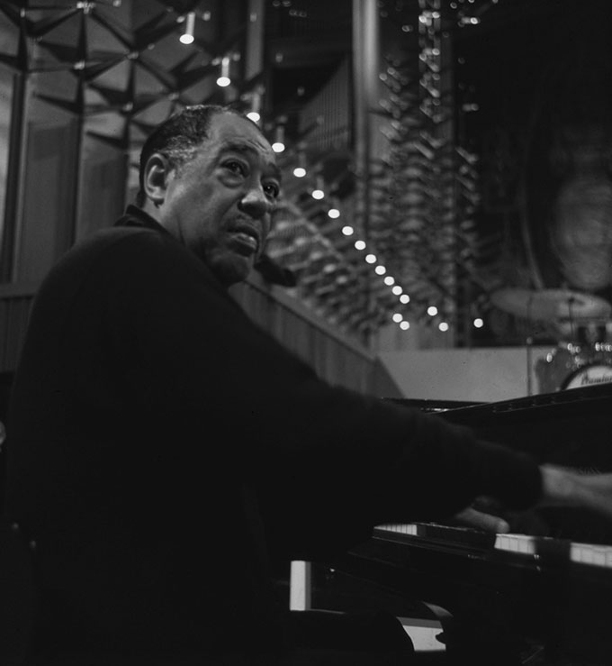 David-Farrell,-Duke-Ellington-playing-piano-in-Coventry-Cathedral,-1968.-©-David-Farrell,-courtesy-of-Osborne-Samuel
