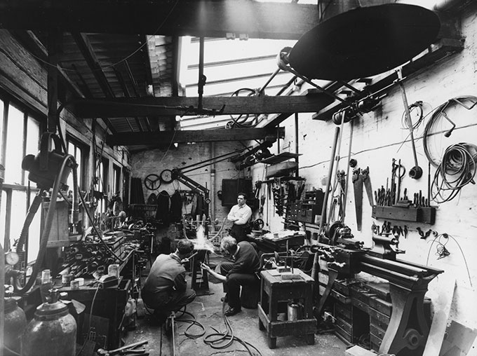 David-Farrell,-Eduardo-Paolozzi-at-the-Morris-Singer-Foundry-in-Braintree,--Essex,-c.1957.-©-David-Farrell,-courtesy-of-Osborne-Samuel