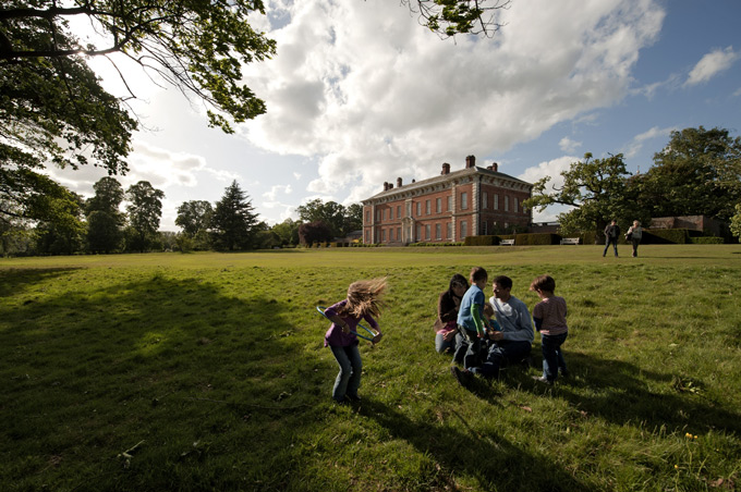 Family-visitors-at-Beningbrough,-National-Trust-Images-John-Millar