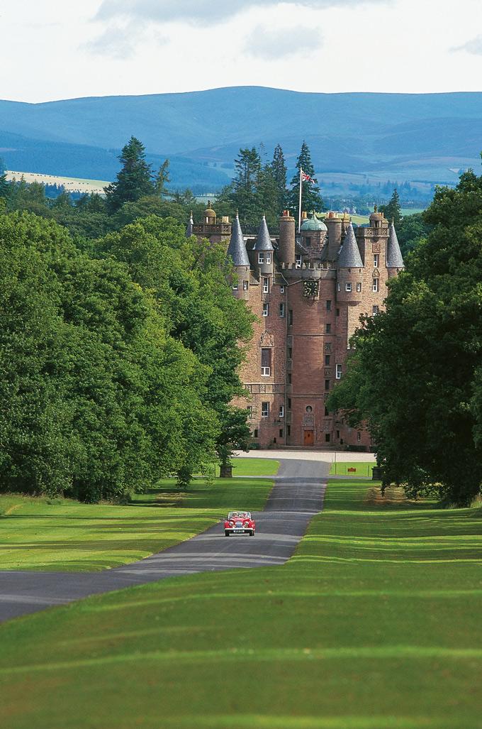 Glamis--Castle-royal-birth-places-8