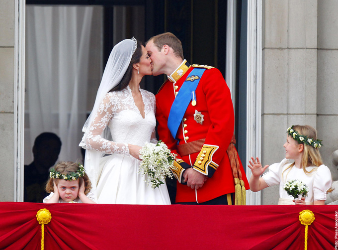 Kate and William Balcony Kiss