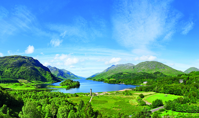 Loch Shiel with the Glenfinnan Monument in the centre, which commemorates the 1745 uprising. Bonnie Prince Charlie and the Jacobites, Jacobite Rebellion 1745