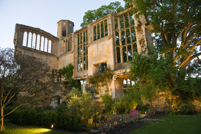 Medieval-ruins-of-the-Banqueting-Hall-at-Sudeley-Castle-&-Gardens,-built-by-Richard-III