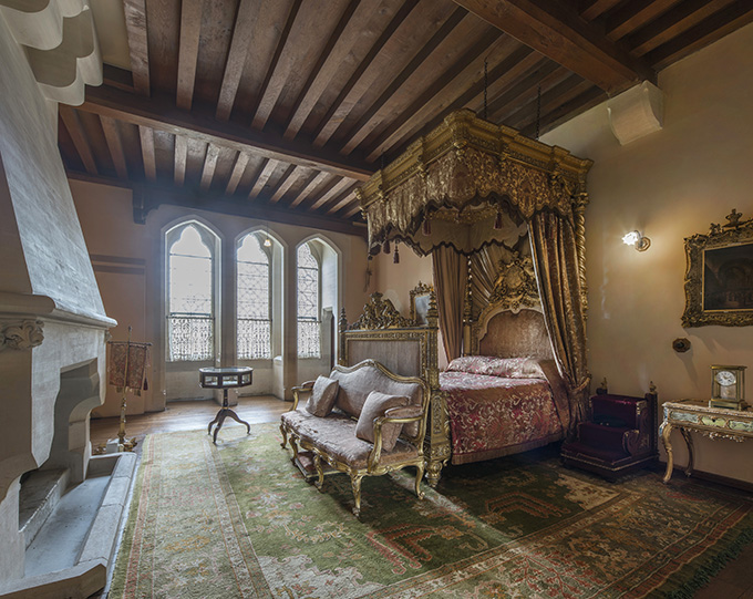 Queen Victoria's bedroom, Arundel castle, West Sussex, British castles, castle interiors, Victorians