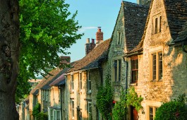 Row of houses in the Cotswold town of Burford. Credit: Danita Delimont/Getty Images