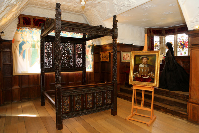 Royal-bed-at-Hever-Castle-royal-birth-places-6