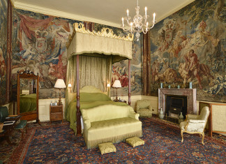 You see the Sunderland Bedroom as part of the Upstairs Tour at Blenheim Palace, behind the scenes, private apartments, tours, Oxfordshire, Duke of Marlborough