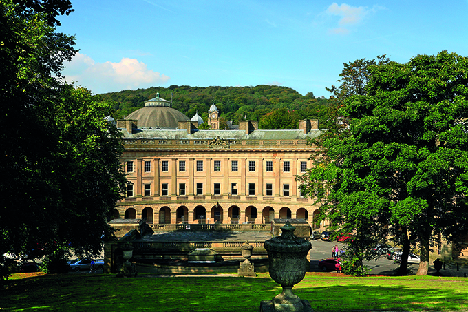 The Crescent, Buxton, Derbyshire. Credit: Steven Gillis/hd9 Imaging/Alamy