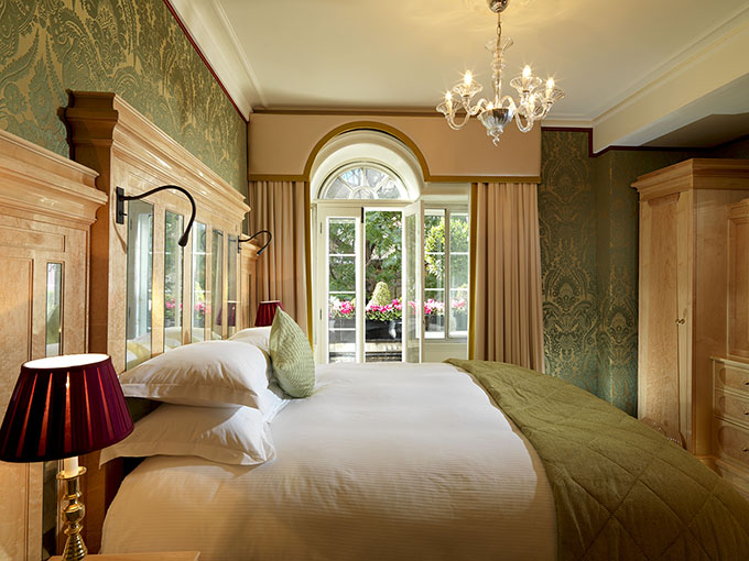 The Goring_Belgravia Suite Bedroom (Green Silk)