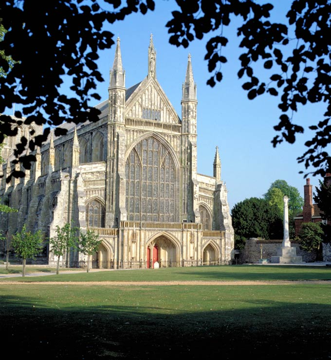 Winchester Cathedral ©  VisitBritain
