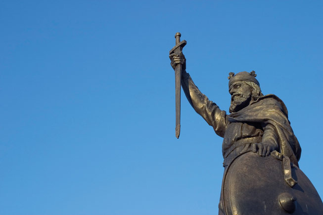 Hamo Thornycroft's statue of King Alfred the Great in Winchester, Hampshire, England UK. Kings and Queens of England and Britain