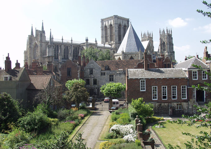 View-of-York-Minster-and-Treasurers-House-from-the-city-walls-in-York-1VY