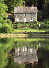 The Old Rectory on the Lake boasts a breathtaking setting on the shore of Tal-y-Llyn
