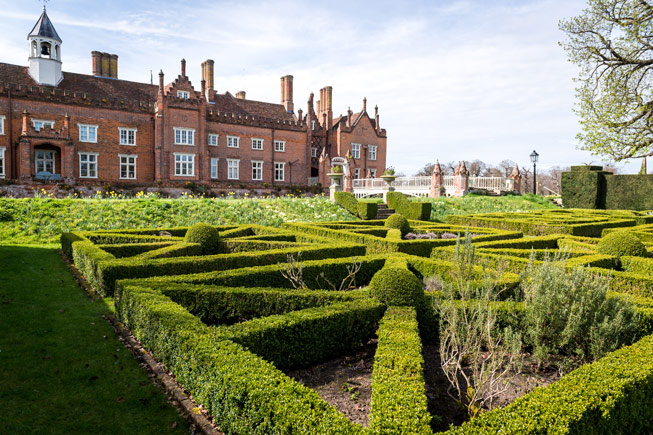 The Knot Garden at Helmingham Hall, Suffolk. Credit: www.smdphotography.co.uk
