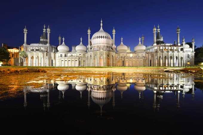 The Royal Pavilion in Brighton is a former royal residence (now a public  building). It was built in 1787 as a seaside retreat for George, Prince of Wales © iStock