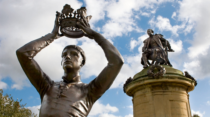 Richard III and the Shakespeare memorial at Stratford-upon-Avon