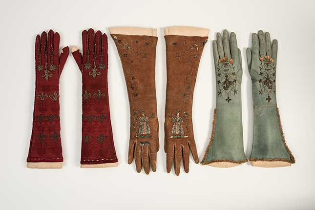 gloves, fashion museum, bath