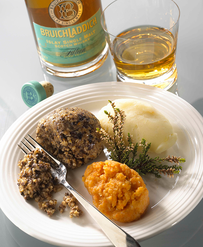 B3C37D A haggis on a plate with a glass of whiskey